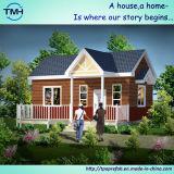 صغيرة يصنع عدة منزل مع درج