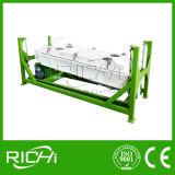 Il bestiame dell'azienda agricola di alta qualità del rifornimento della fabbrica di Richi alimenta la macchina della pallina