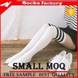 Chaussettes élevées de robe de genou de coton d'hommes pour des gaines