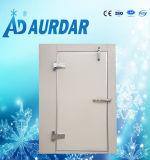 Congelador de la puerta de un cuarto frío.