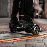 Individu sec équilibrant le scooter électrique de Bluetooth de 6.5 pouces