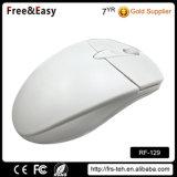 Beide Hände verwendeten weiße drahtlose Laptop-Maus des Farben-Computer-3D