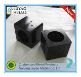 Lavorare anodizzato nero di alluminio su ordine della parte di CNC di precisione grande