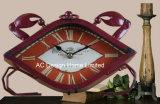 Orologio rosso antico decorativo del piano d'appoggio del metallo di figura del granchio dell'annata