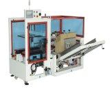 Caja de cartón máquina de formación con el caso antiguo y el cuadro que hace la máquina