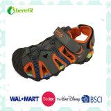 Il colore luminoso e raffredda il disegno, sandali sportivi del ragazzo