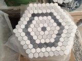 六角形カラーラの白いおよび灰色の大理石のモザイク・タイル