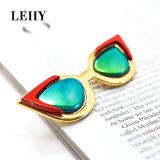 Brooch multicolore acrilico rosso di Pin degli occhiali da sole placcato oro