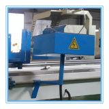 Профили PVC и алюминия режа и обрабатывая машина