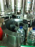 Relleno del agua mineral y máquina automáticos del lacre