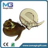 최상 주문 금속 나비 클러치를 가진 연약한 사기질 접어젖힌 옷깃 Pin