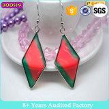 Custom Factory barato em forma de jóias em esmalte brincos pintados para meninas