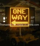 Sinal de tráfego de mensagem variável montado do reboque e alimentada a energia solar