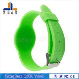 Vario braccialetto di gomma di misura adattabile di HF RFID del silicone dei chip per la sosta dell'acqua