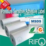 Materiais sintéticos tratados com superfície de alta densidade para adesivos de etiquetas de bateria
