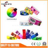 印刷されるロゴおよびカスタマイゼーションを用いるTyvek多彩で、使い捨て可能なRFIDのリスト・ストラップ