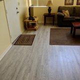 Surface de bois dur planchers de vinyle pour salle de séjour