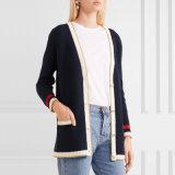 Ziehen sich neue Wolljacke-Strickjacke des Streifen-2018 für Stutzen-Form der Frauen-V mit Wörtern en gros zurück