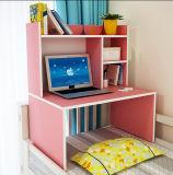 ベッドのコンピュータの机