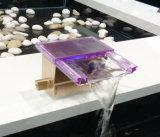 غرفة حمّام شلال حوض صنبور مع مادة زجاجيّة