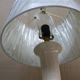 Antique Hotel Decorativo de lâmpada de mesa de cabeceira cerâmica branca