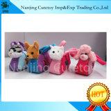 Un jouet en peluche populaire des animaux dans un sac à main