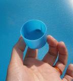Draad van de Koolstof van de Deklaag van het Zink van de goede Kwaliteit de Hoge Milde die om Pijp met Blauwe Kappen wordt gegalvaniseerd
