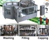 Bebida carbónica que hace la máquina de rellenar