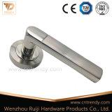 Einfacher preiswerter Aluminiumtür-Griff auf Rose für hölzerne Tür