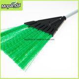 Отверстие для подвешивания классический, зеленые пластиковые щетки для чистки в саду
