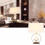 حديثة جديد تصميم غرفة غرفة نوم أبيض يشم [تبل لمب] لأنّ فندق