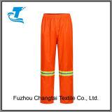 Pantaloni e rivestimento arancioni riflettenti della pioggia di traffico degli uomini
