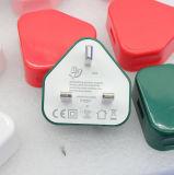美しい小型サイズ5V 2AはポートのイギリスのプラグUSB旅行充電器を選抜する
