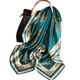 2018 Nuevo diseño de la plaza de la impresión digital de satén de seda bufanda dama