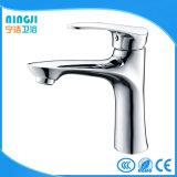 Gesundheitlicher Ware-neuer Entwurfs-Messingbassin-Wasser-Hahn