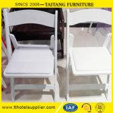 Silla de plegamiento blanca de la resina con el asiento completado vinilo blanco