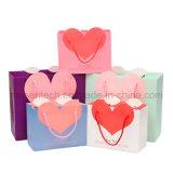 Diseño de corazón coloridas bolsas de papel de regalo