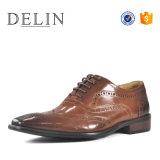 良質のオックスフォードの人の革靴の形式的な靴