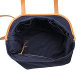 Disegni della chiusura della falda dell'azzurro di blu marino dei sacchetti di Tote per le collezioni delle donne e del Mens di sacchetti