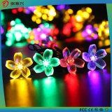 Lámpara solar al aire libre impermeable colorido con las flores agradables