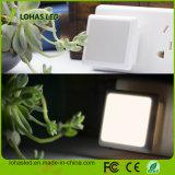 LED夜電球0.3With110Vは夜が明けるために自動薄暗がりのLED夜ランプの軽いセンサープラグを差し込む