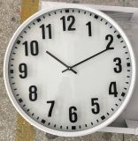 Nombre blanc simple de noir de bâti avec la glace de l'horloge de mur