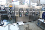 Automatischer Saft mit Massen-heiße Erdbeere-Getränk-Wasser-Soda-gekohlte Getränkehaustier-Flaschen-füllender abfüllender Verpackmaschine