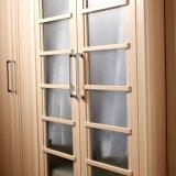 In het groot Houten Garderobe Van uitstekende kwaliteit met de Deur van het Glas