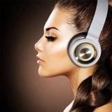 Cuffie stereo dell'Sopra-Orecchio senza fili di Bluetooth con controllo di volume e del microfono - il nero bianco
