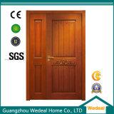 赤いカシの等しくない複式記入か内部の木製のドア
