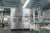 機械生産ラインを作る飲み物水