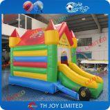 Небольшие прыжки домов/прыжки с помощью слайд для детей
