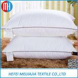 内部100%年の綿のアヒルまたはガチョウの羽の盛り土のクッションか寝具のソファーのための挿入または枕