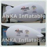 Zeppelin di pubblicità attraente bianco dell'aeroplano dell'elio